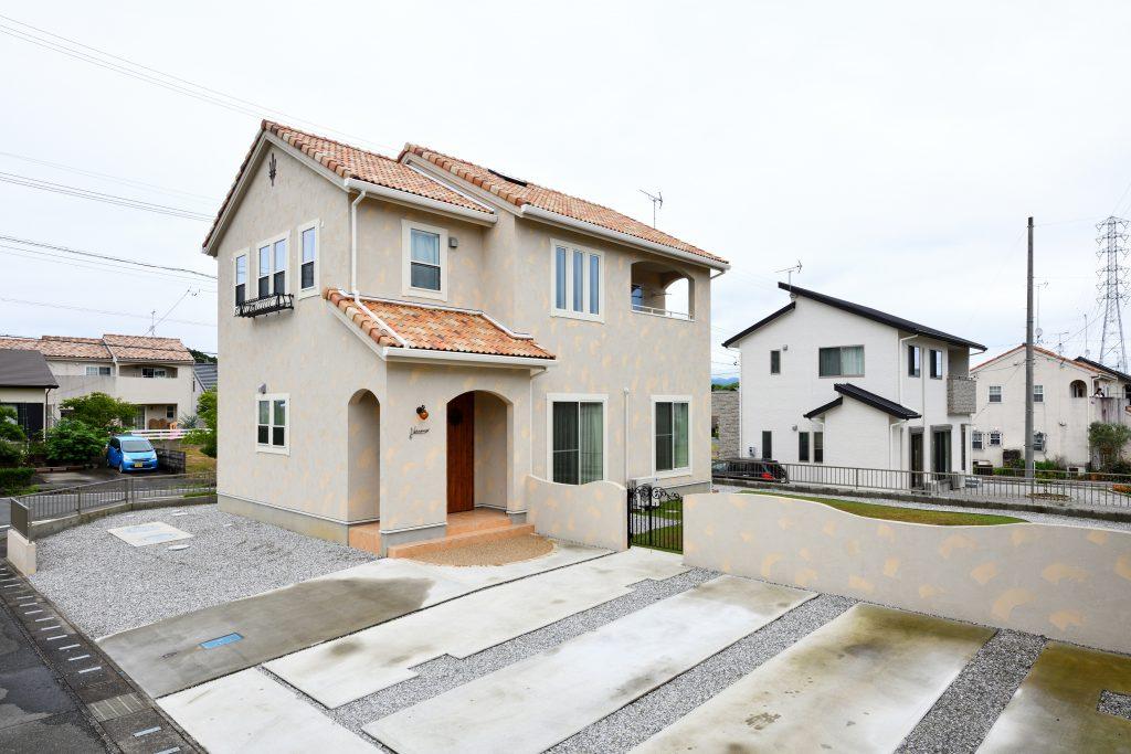 塗り壁が特徴的な南欧風の家